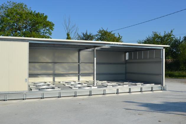 www.heuballentrocknung.com, Heutrocknungsanlage COMPACT in Metallkonstruktion mit 3 Reihen für 24 Rundballen und Quaderballen